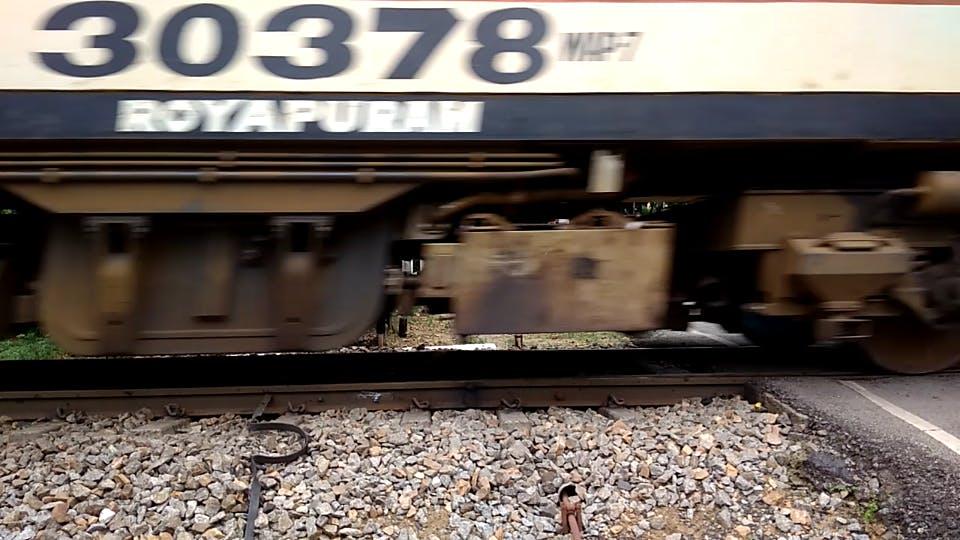 Train wheels on the sensortile track