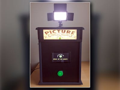 Photo Booth Powered by a Raspberry PI