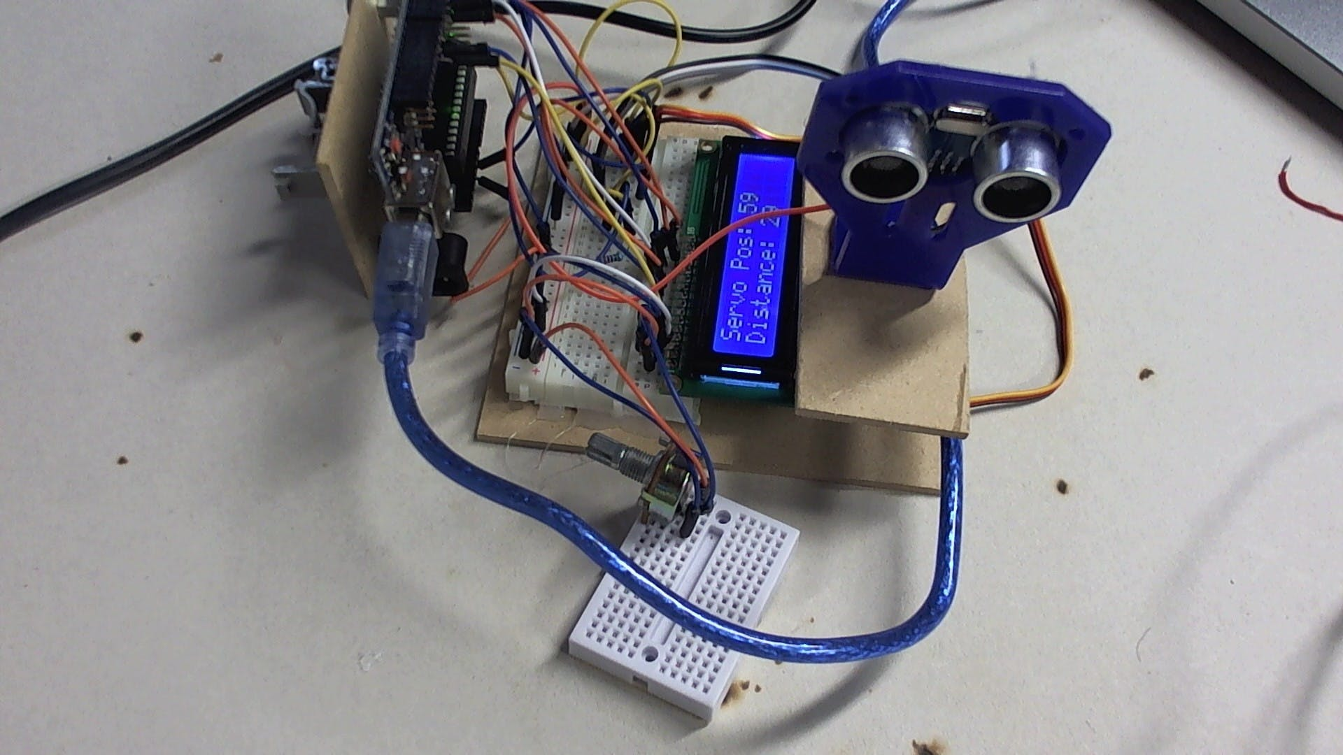 Display Ultrasonic Sensor and Servo