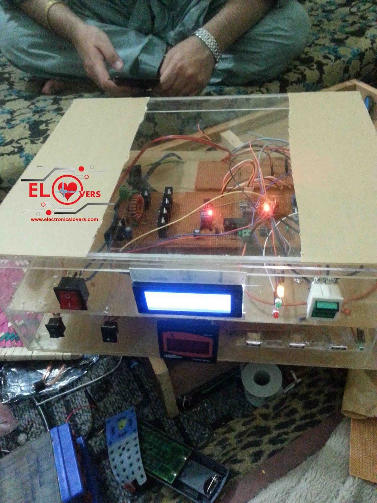 ARDUINO BASED MPPT SOLAR CHARGE CONTROLLER