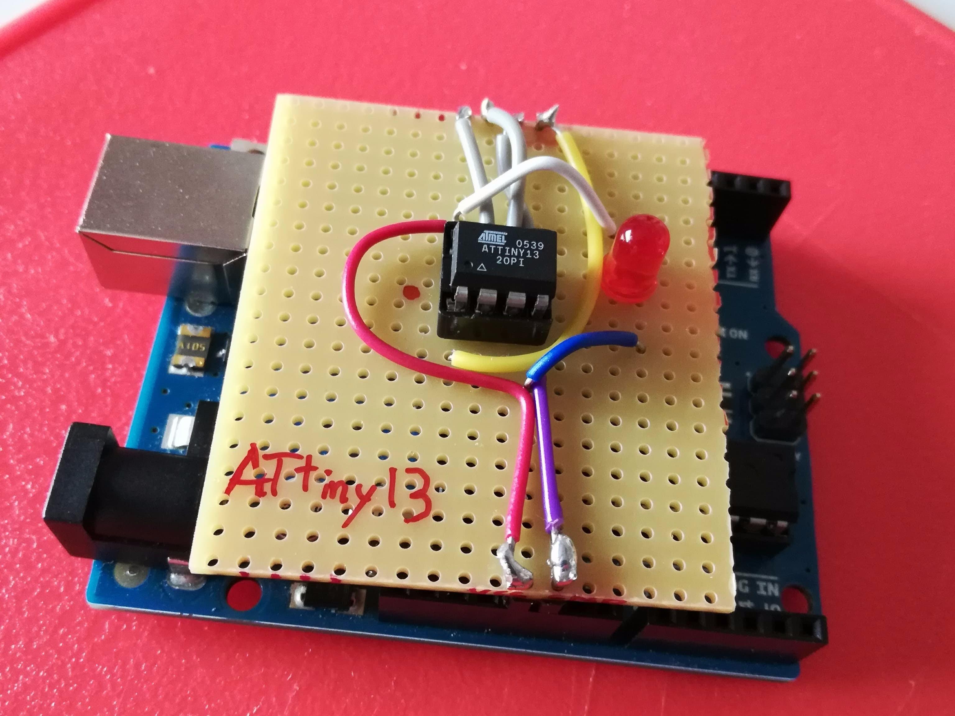 Simple ATTiny13 Shield for Arduino UNO