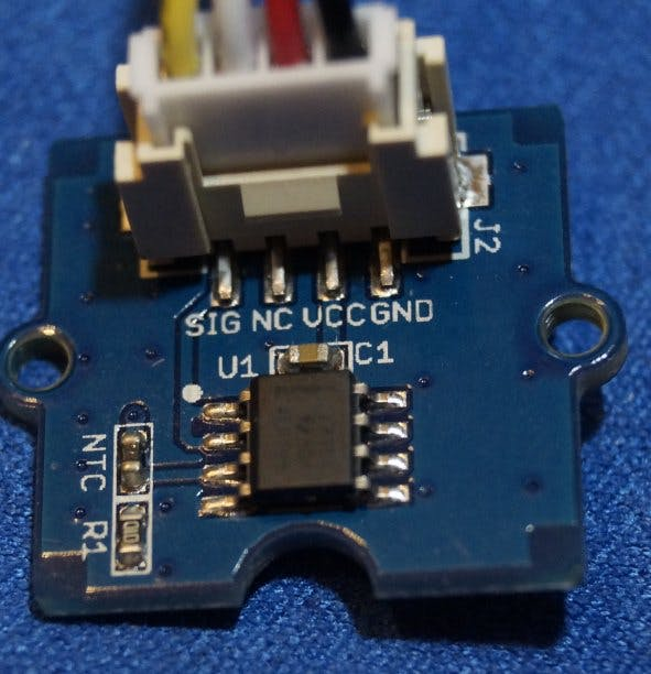 Thermistor NTC rechts zu erkennen