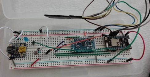 A breadboard with the light- and the magnetsensor connected to the particle photon.