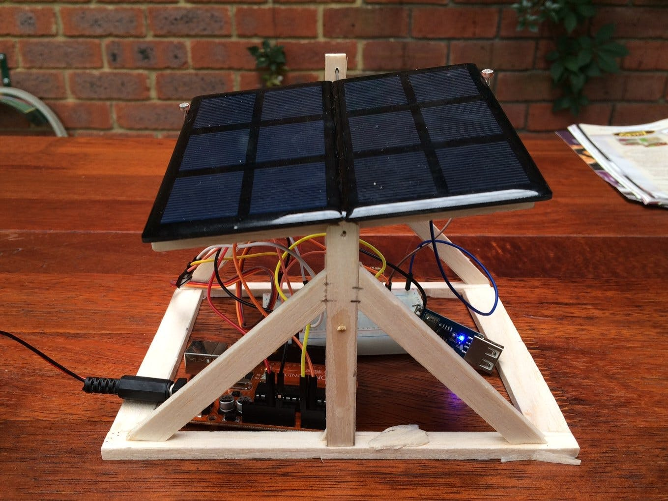 Solar Panel Sun Tracker - Phone Charger