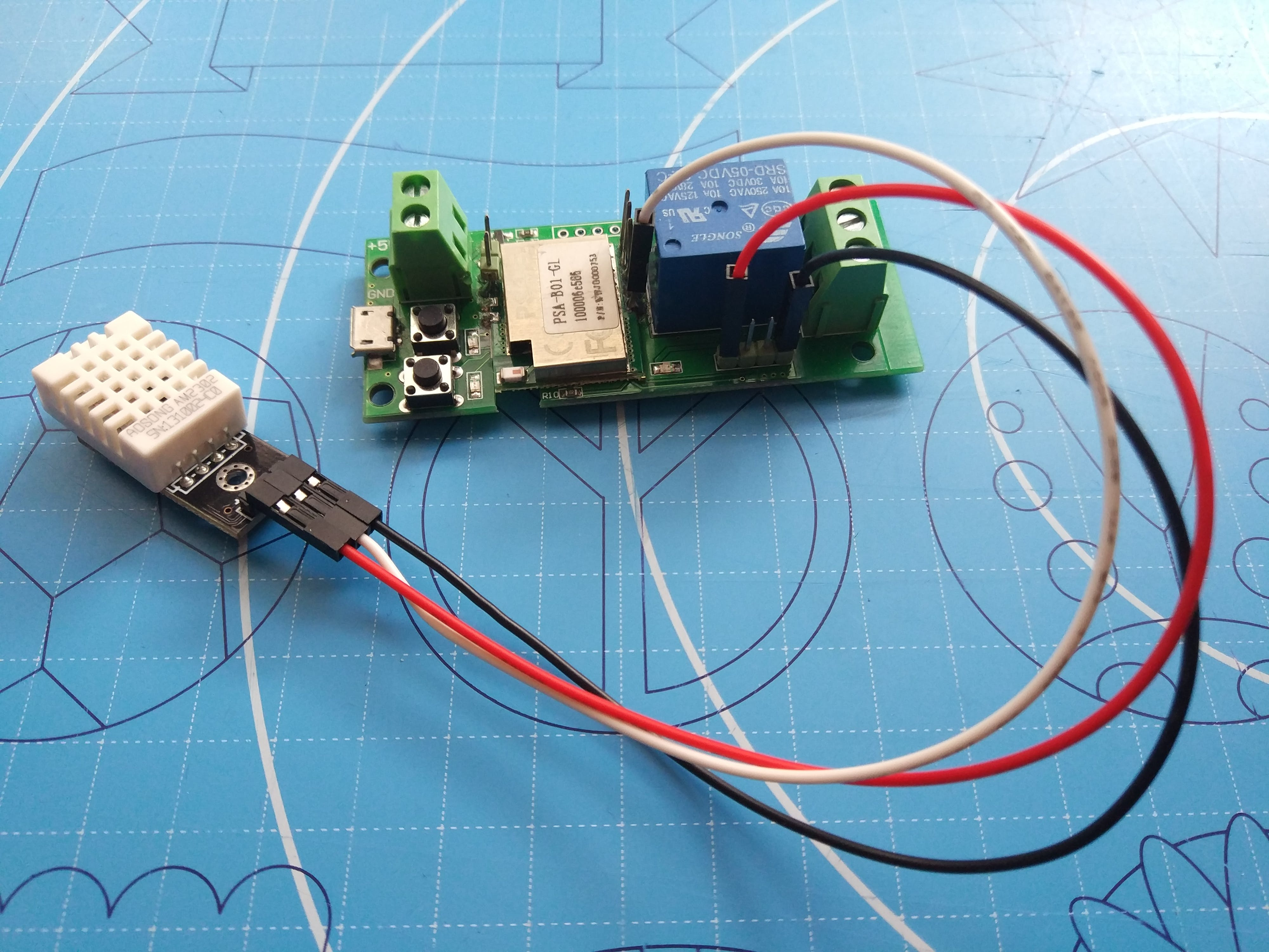 DHT22/AM2302 Temperature & Humidity sensor wired to soldered pins 3v3, GND and GPIO14