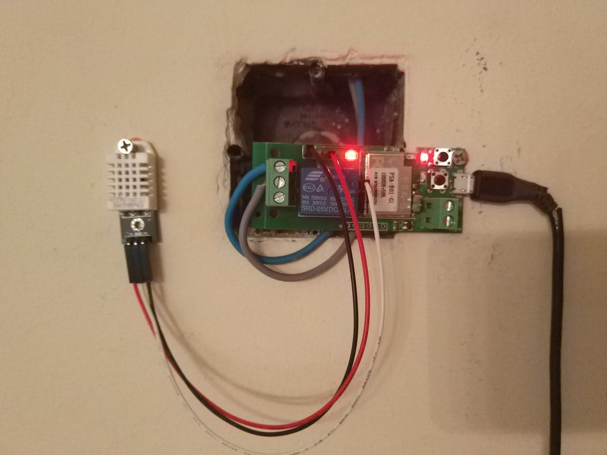 Thermostat connected to Heating system Power line powered by 5v@1.5A mobile phone charger
