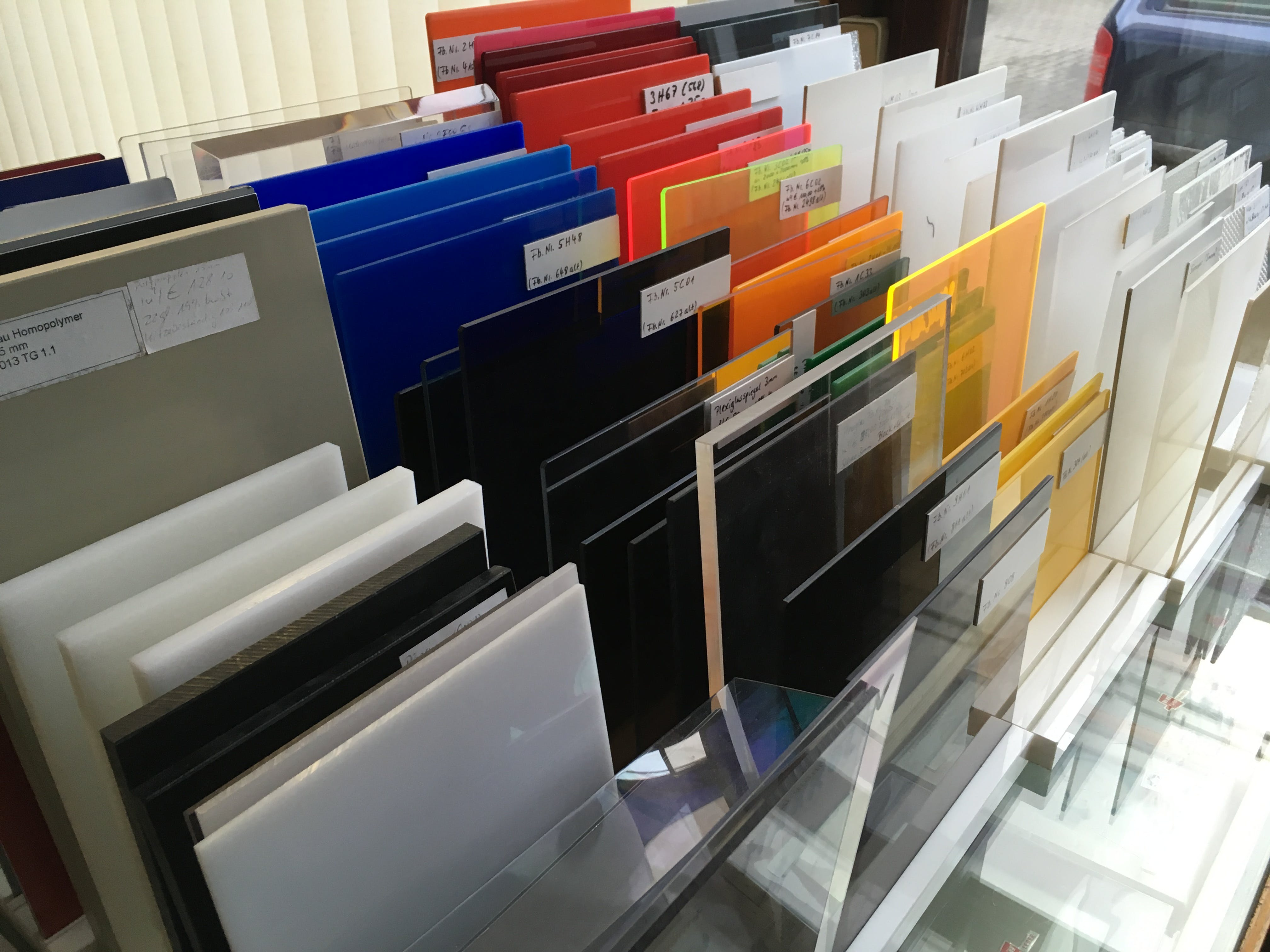 Visiting the local Plexi dealer to choose the right material for the cube