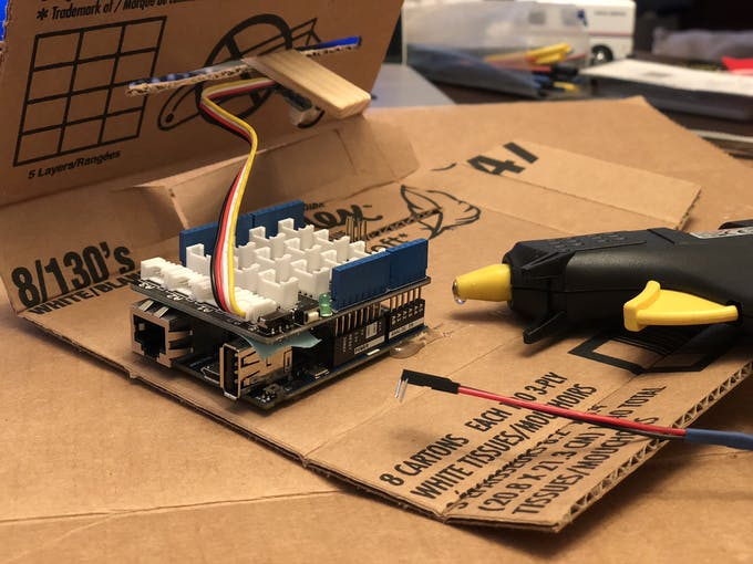 I used a yellow hot glue that I had to convert from EU plug to US to be able to use it, but it worked! I glues the Arduino board to the inside of the box