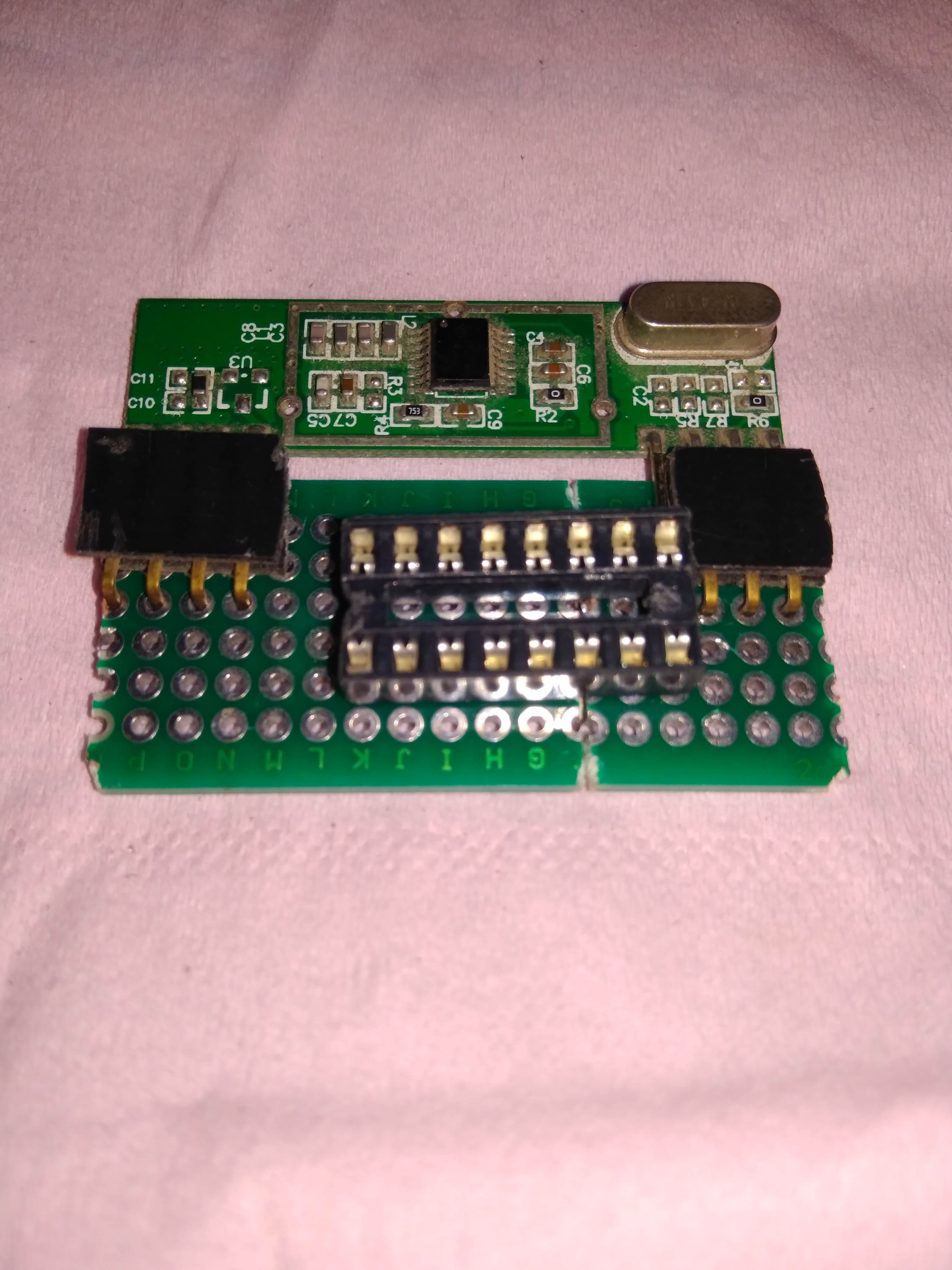 Layout on protoboard with IC socket, 90 degree female header