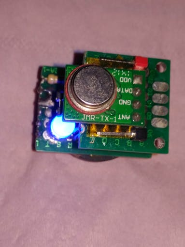 Transmitter module connected on the top of ATtiny Beacon module