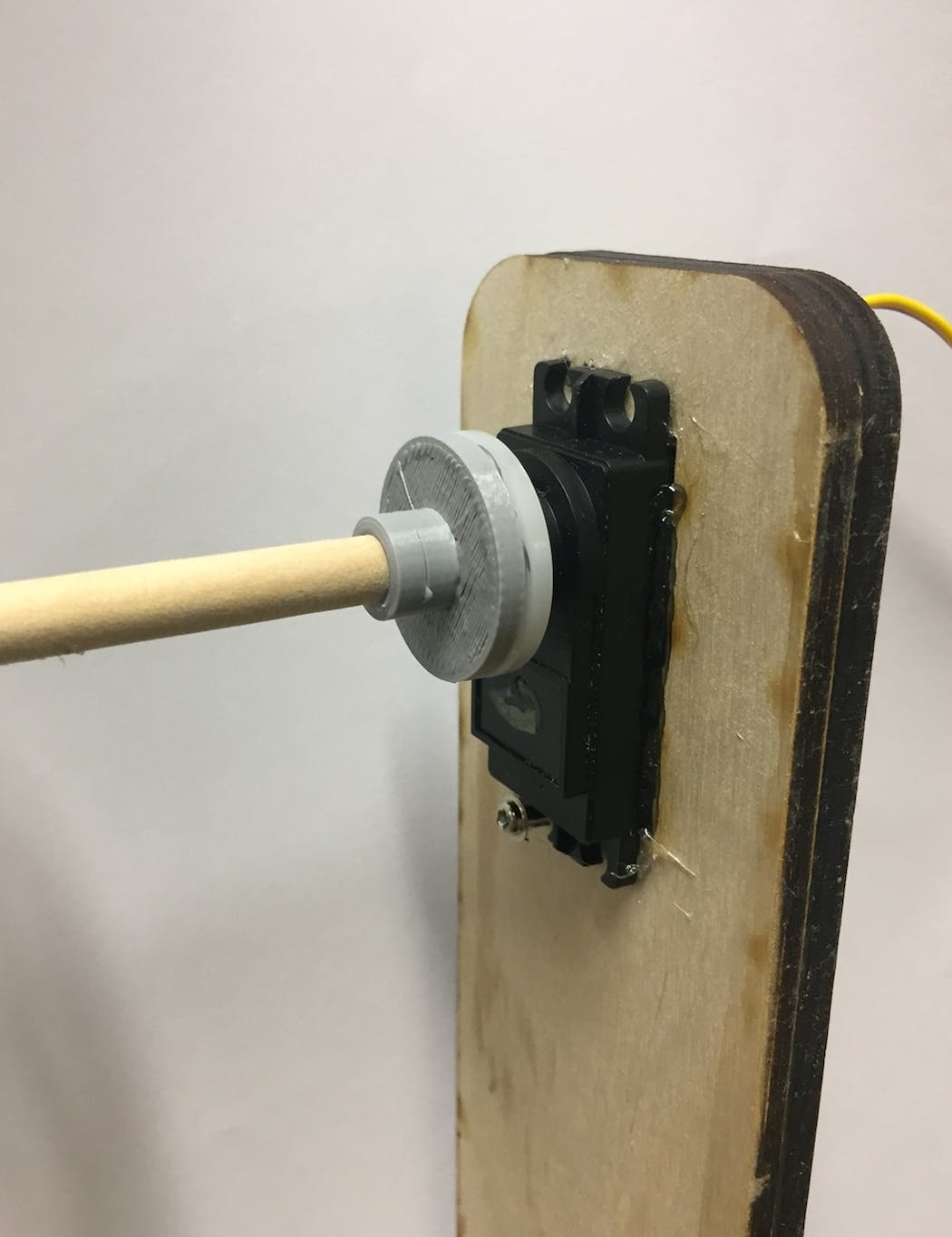 3D printed adapter connecting axle to servo