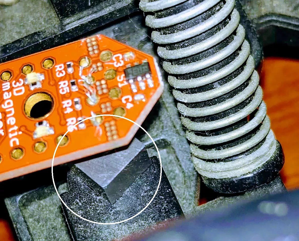 Magnet under sensor near shocks