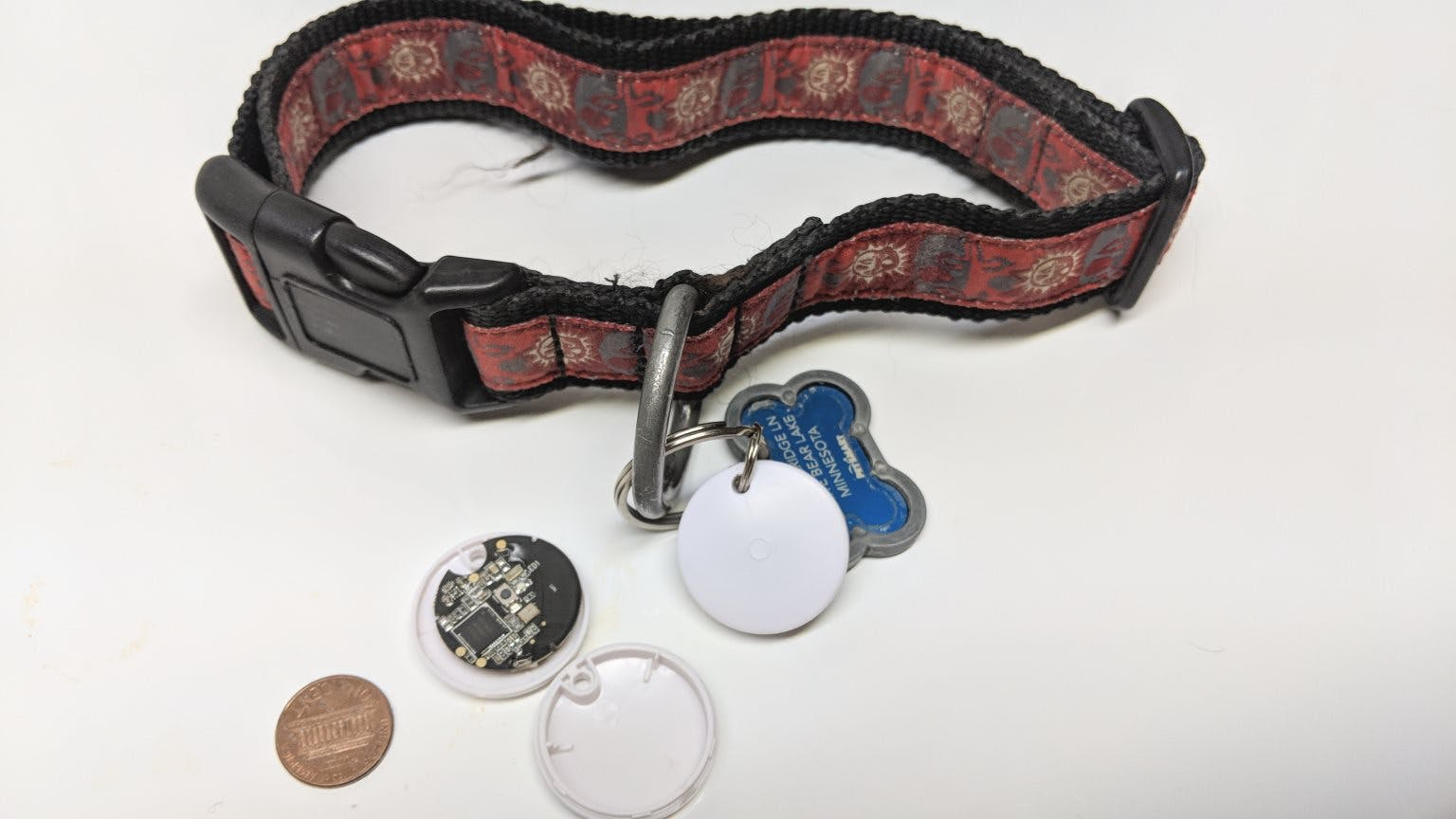 Dog collar geolocation beacon & simple push button