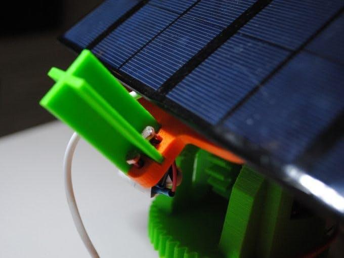 پانل ردیاب خورشیدی دومحور  با حالت خودکار و دستی