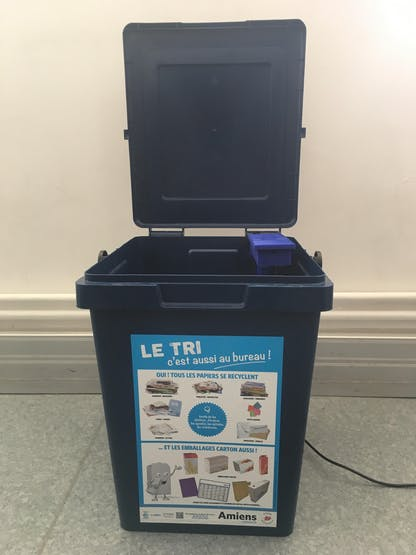Device installed to the bin