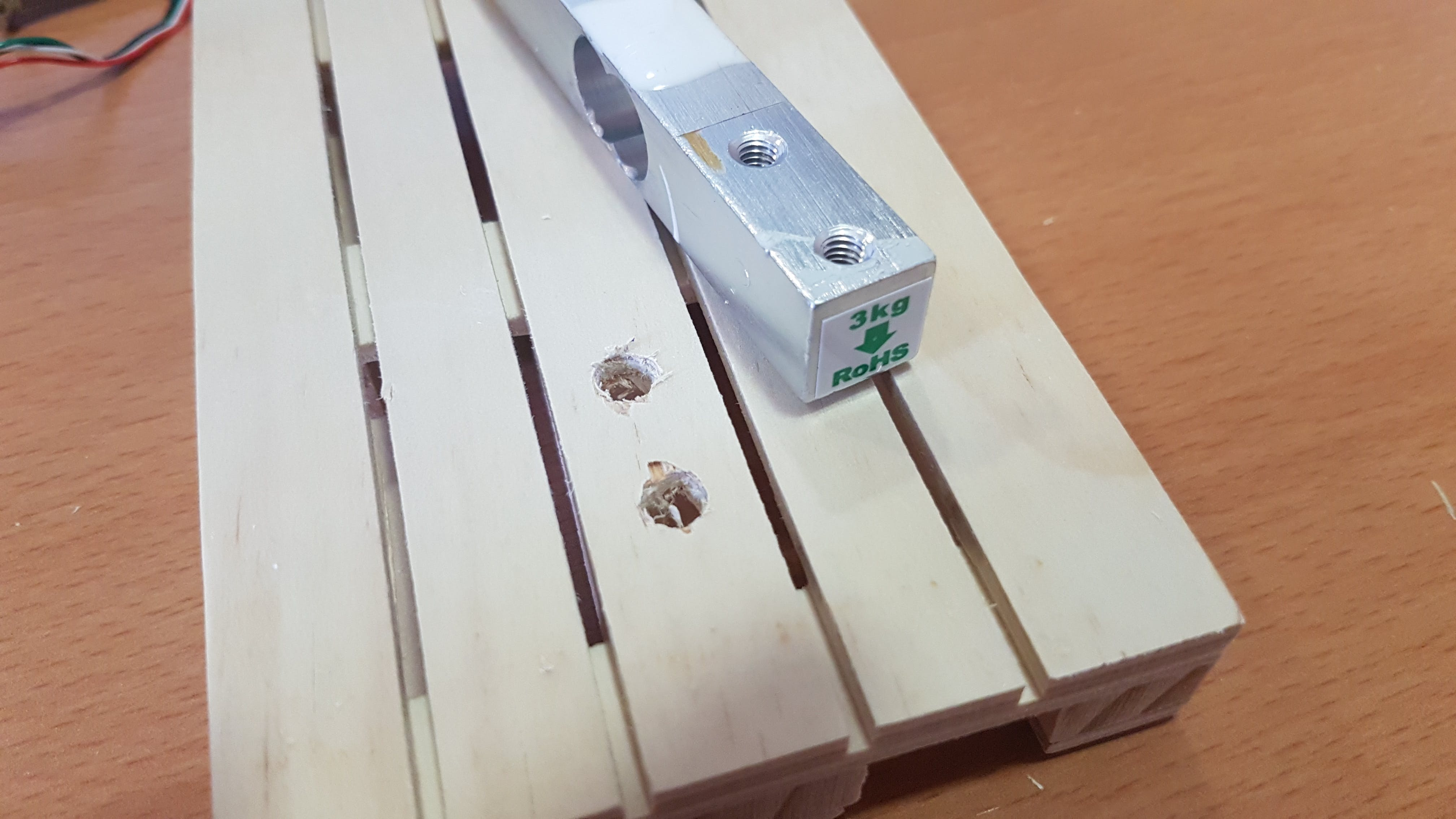 Hollowed pallet for introducing the screws