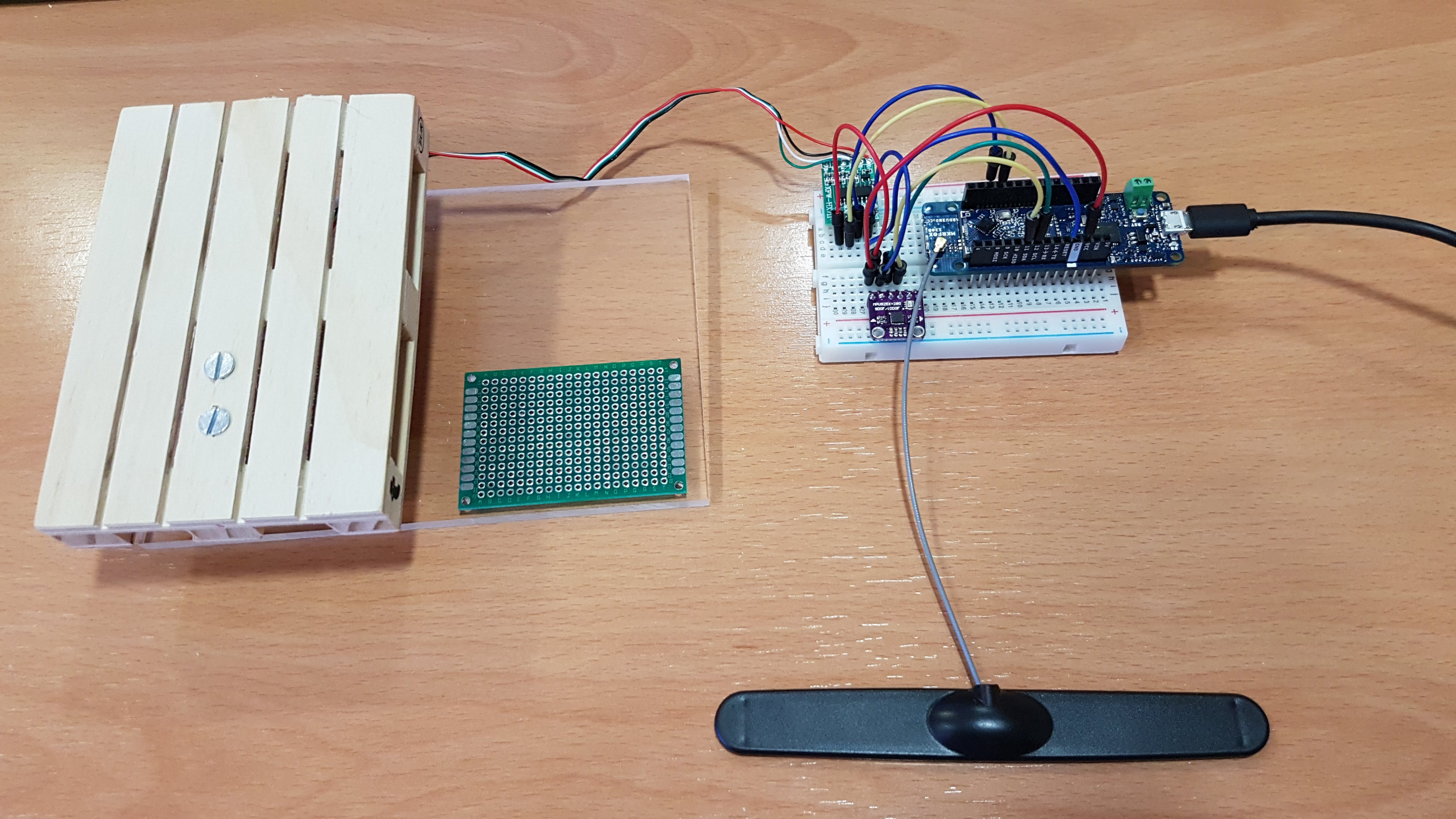 Including the accelerometer with the load cell sensor: first prototype of Logifox