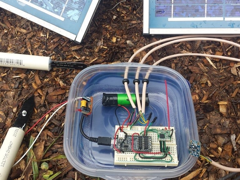 Solar-Powered Environmental Sensor Hub with LoRaWAN Uplink