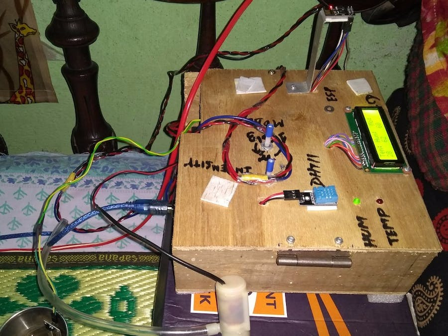 Automatic garden Monitoring and Controlling using IOT