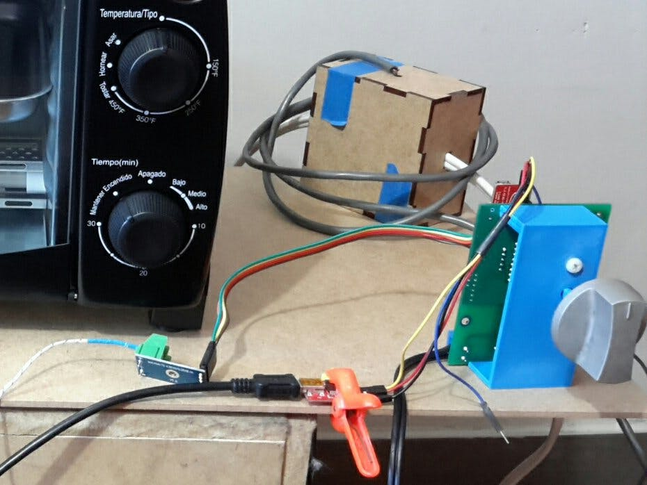 Smart Kitchen Knob Oven Controller Powered by Infineon