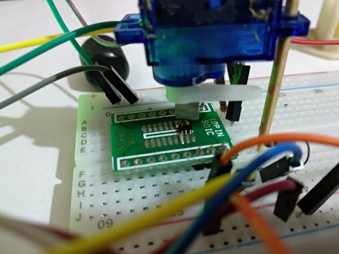 Servo motor encoder