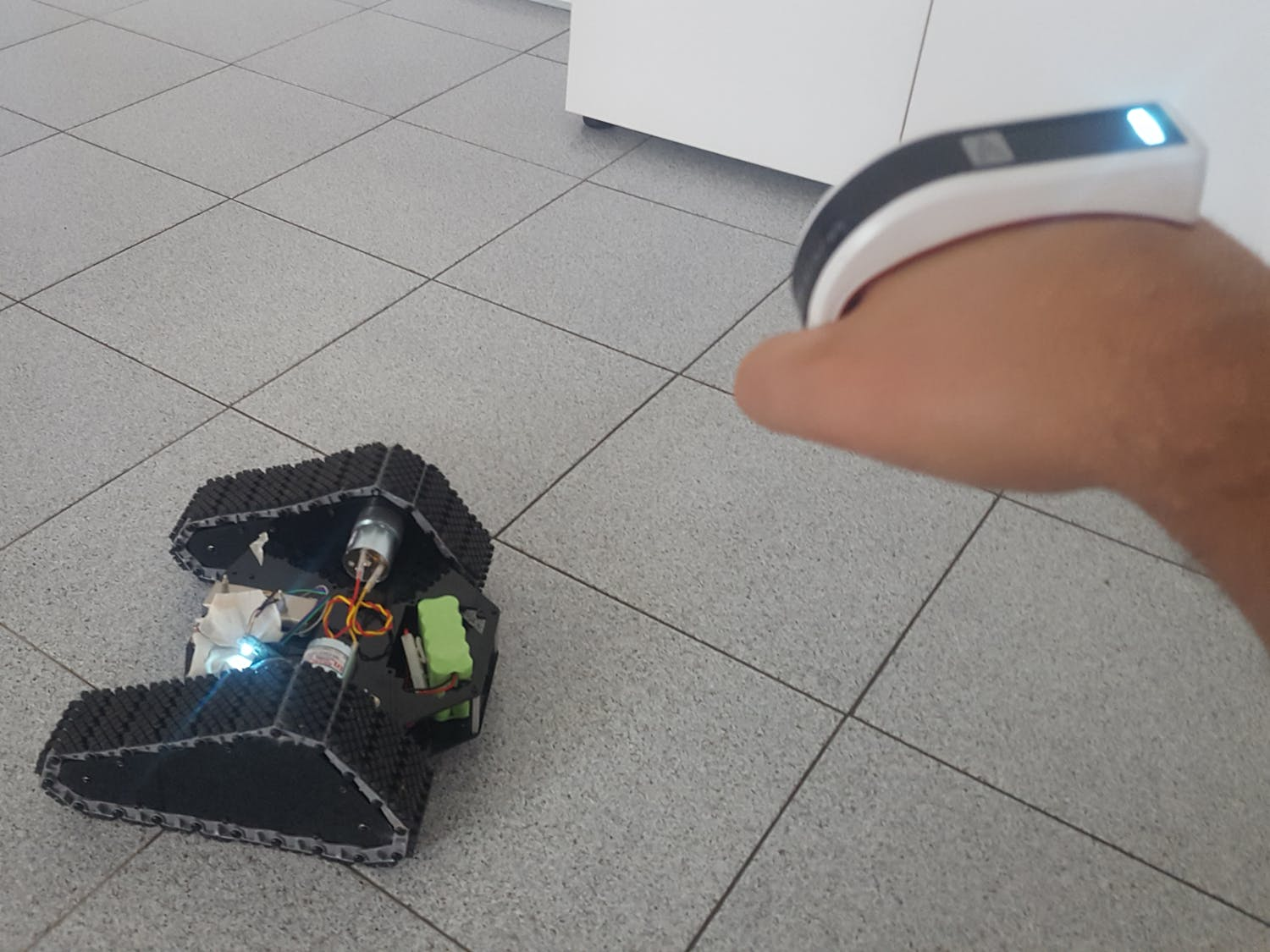 Arduino Tracked Rover Robot Control with Gesture