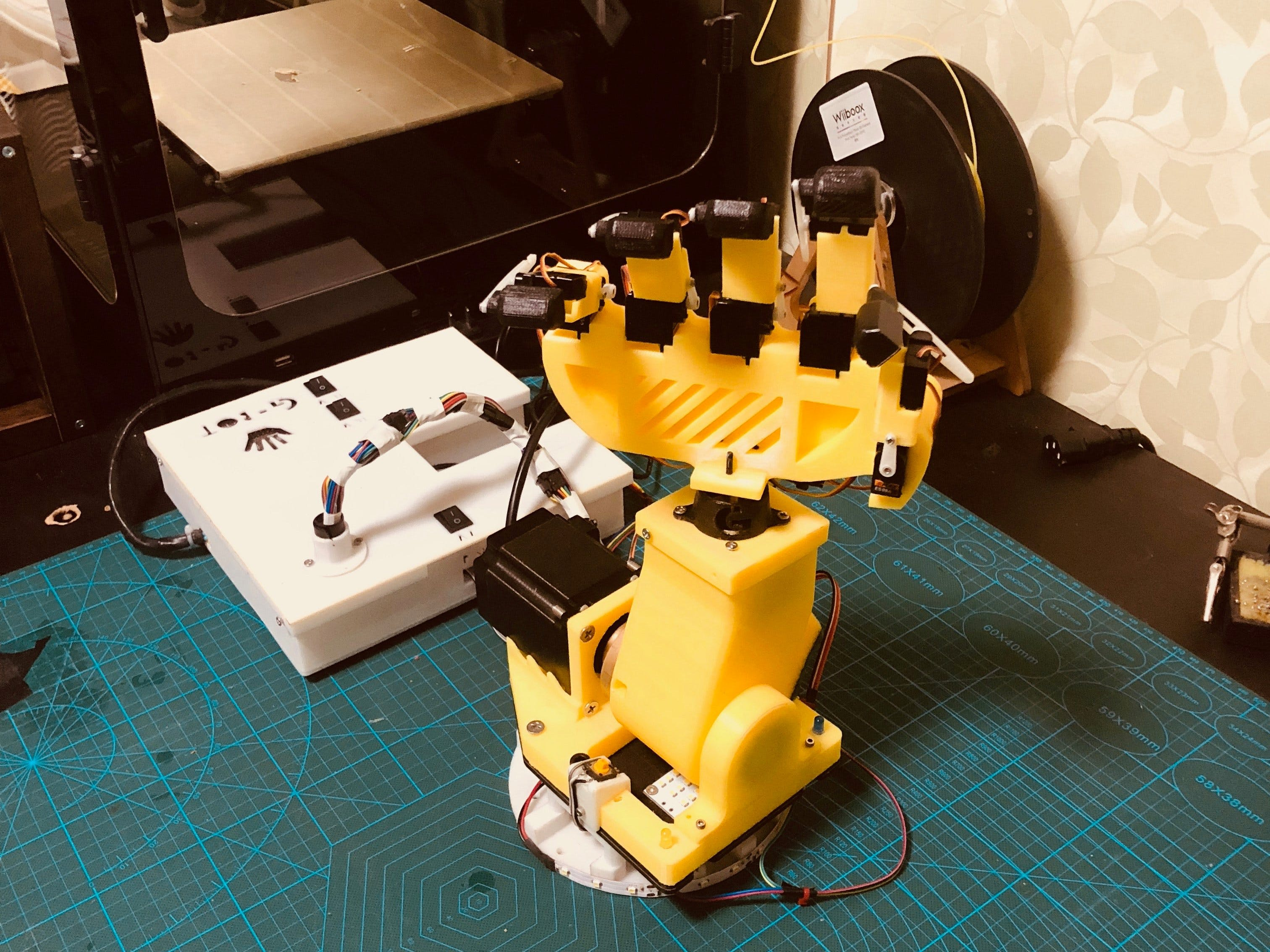 'Gesture Bot' with Hand Gestures