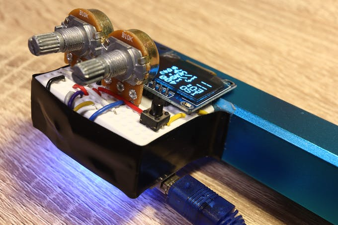 Use the two potentiometers to adjust aperture and ISO; shutter speed is calculated automatically