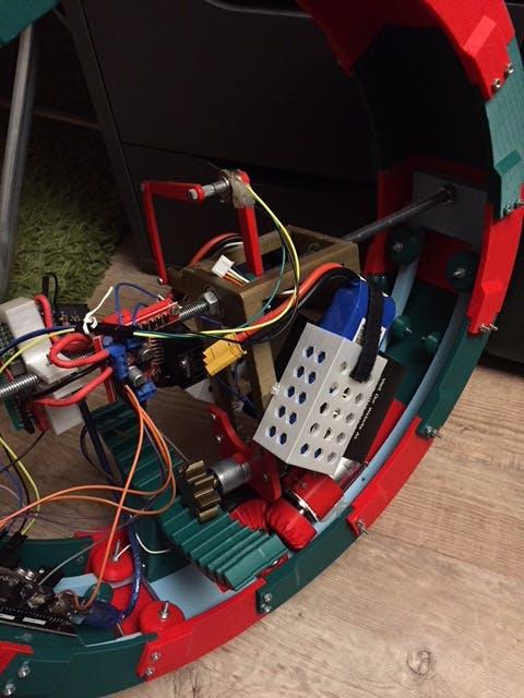 Balancing motor