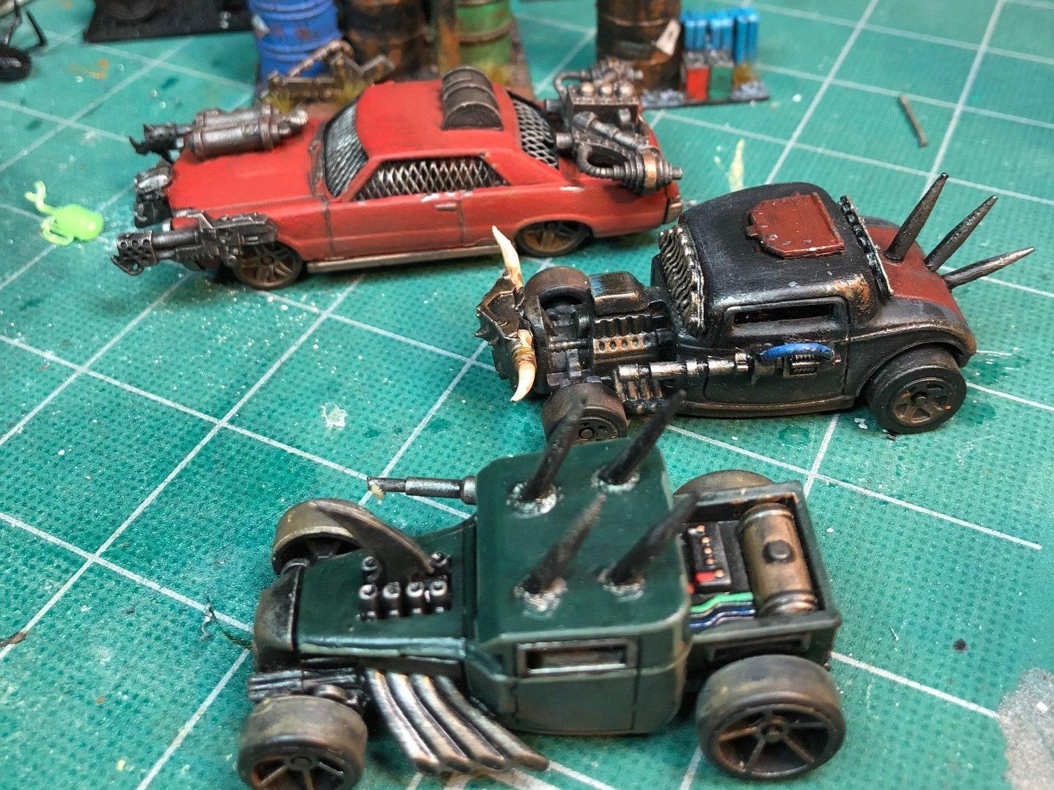 HOT WHEELS FULL SET OF 5 MAD DIE CAST CARS