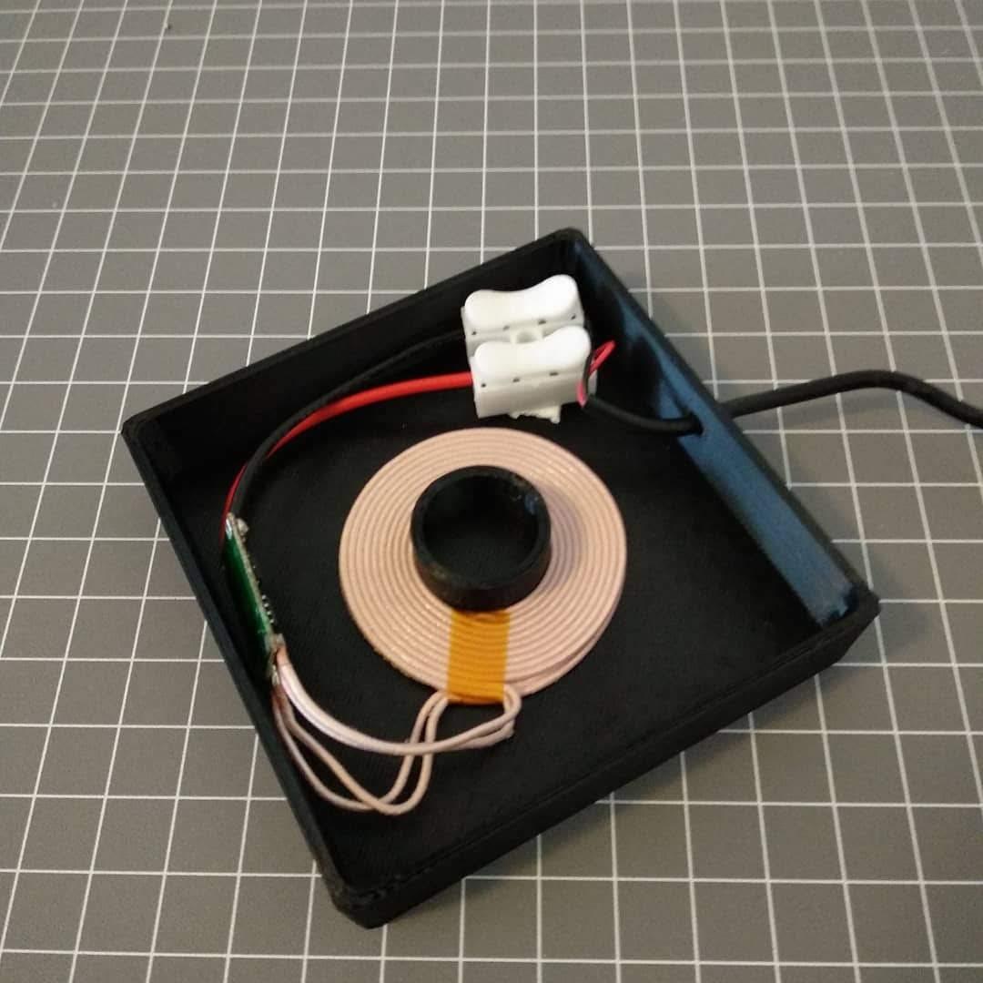 3D printed lamp base.