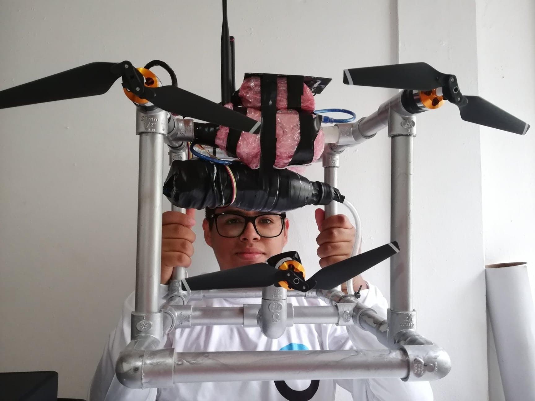 Underwater Monitoring and Sampling Robot