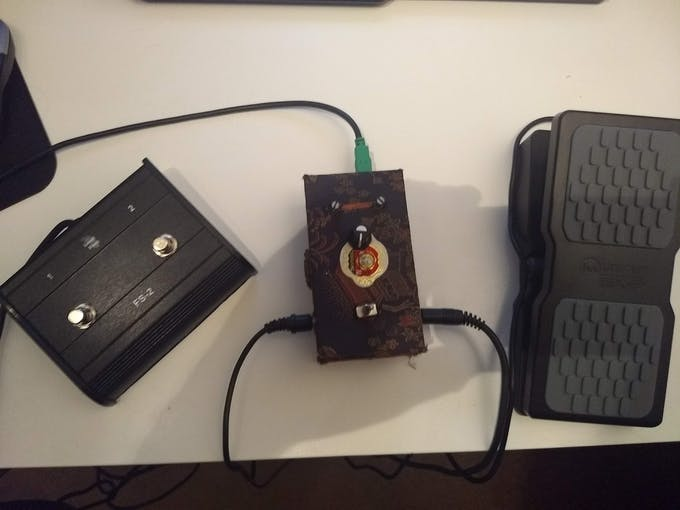 MIDI controller with a Wah pedal and a lead foot switch