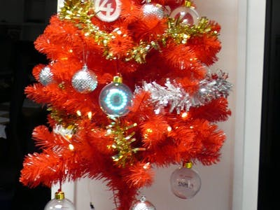 Christmas Lash-up, Colour-Changing Bauble