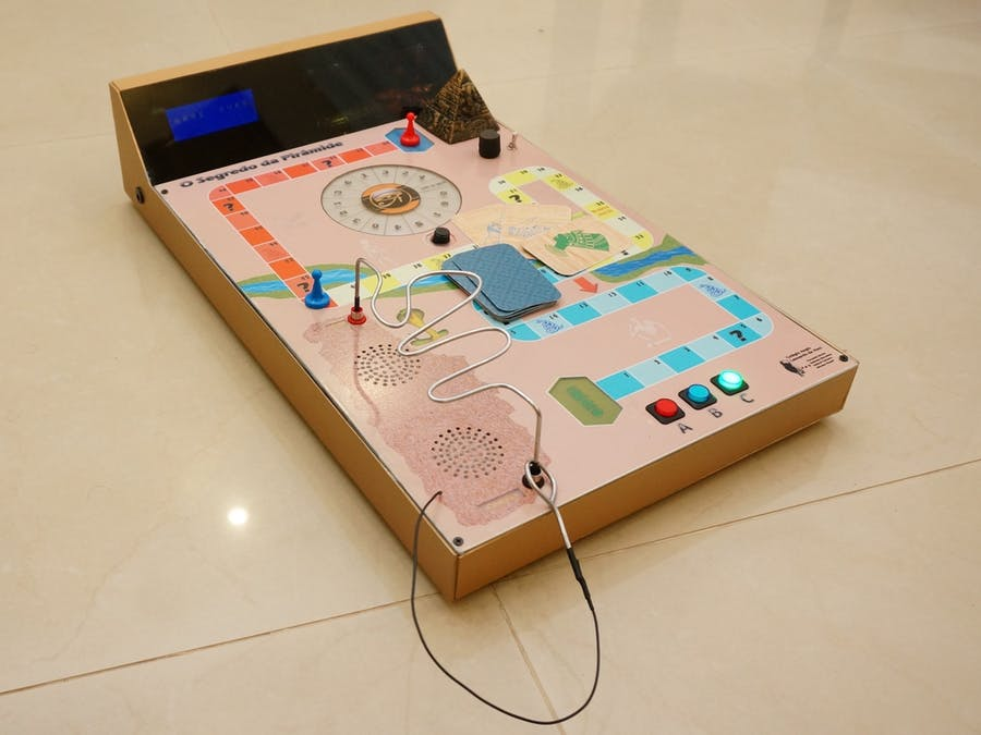 The Pyramid's Secret: Arduino Electronic Board Game