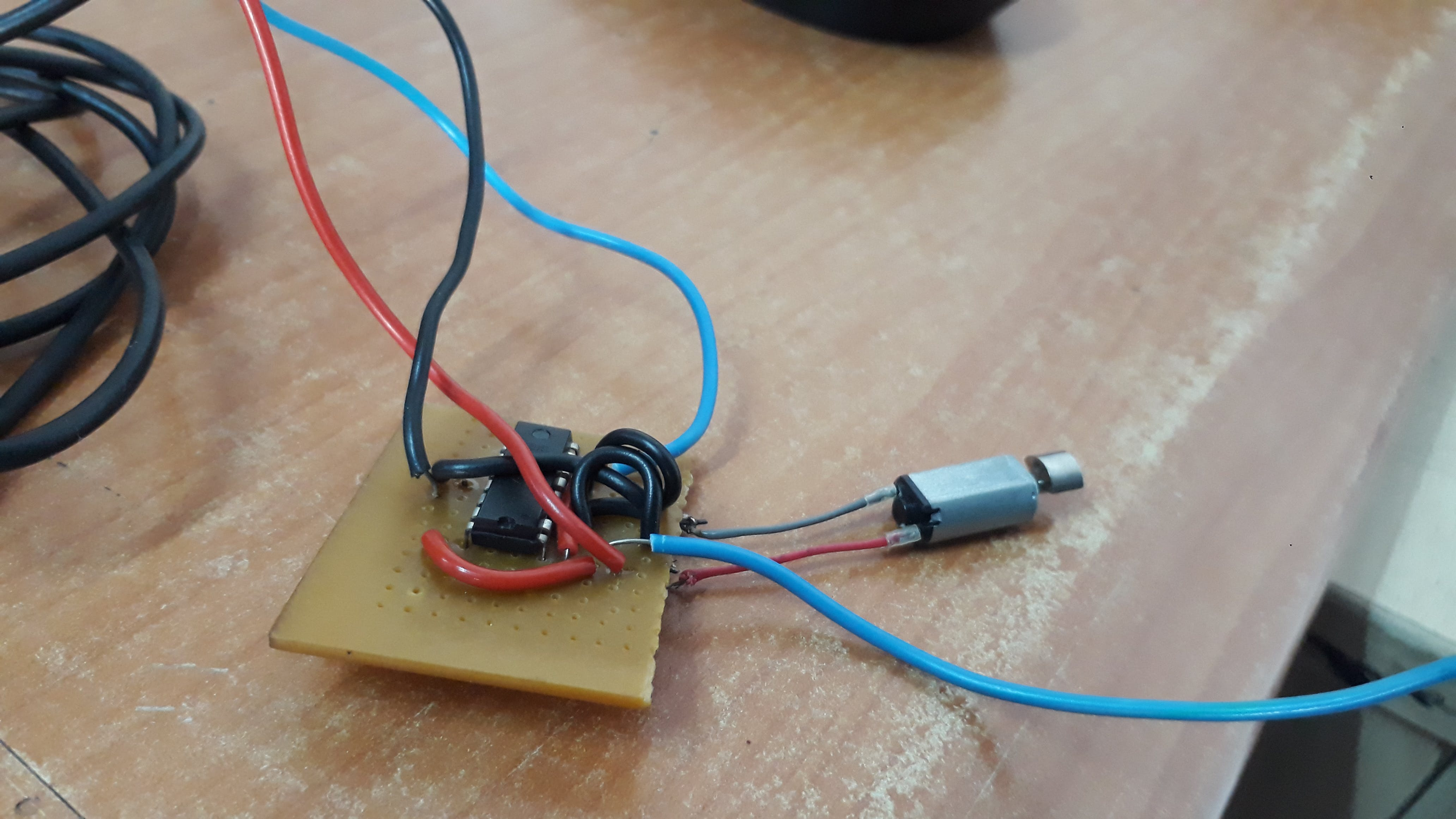 Mini vibrating motor with L293D driver