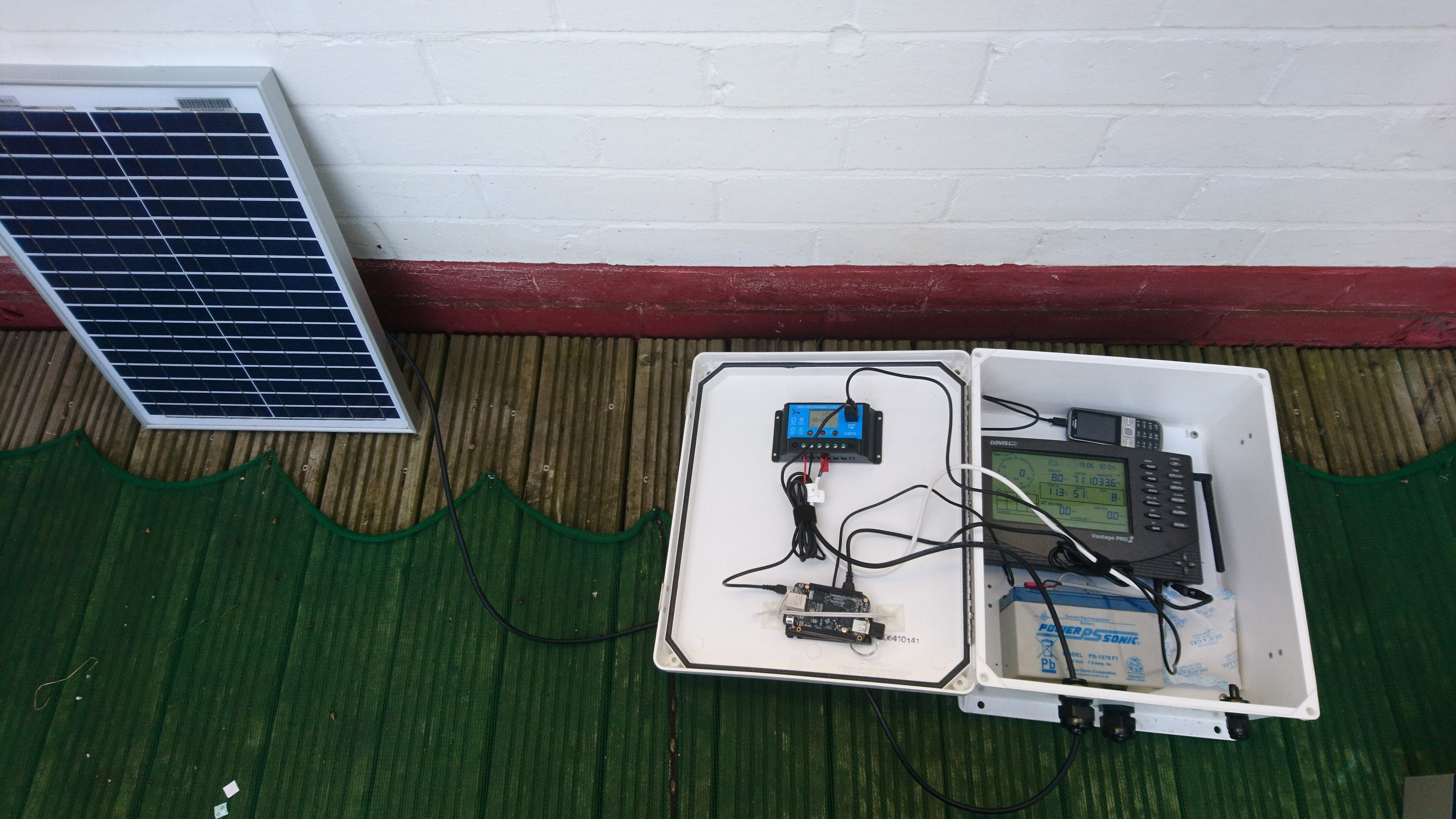 Weather station internals (with Nokia phone as modem)
