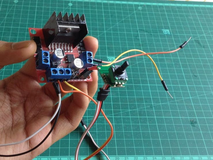 Make Your Own Low Cost Model Train Control Throttle
