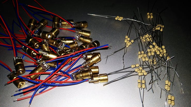 Laser diodes and 0 ohms link