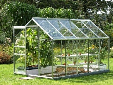 Greenhouse monitoring and controlling system