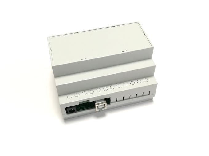 ArduiBox with mounted top shell (grey cover)