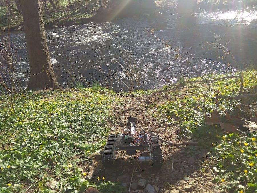 Raspberry Pi Robot-Tank with GPS