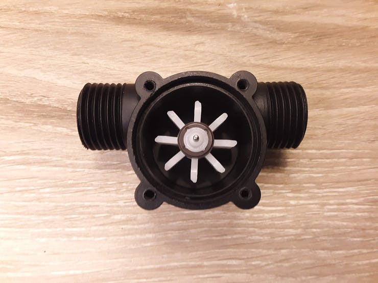 Magnetic pinwheel housed within the sensor