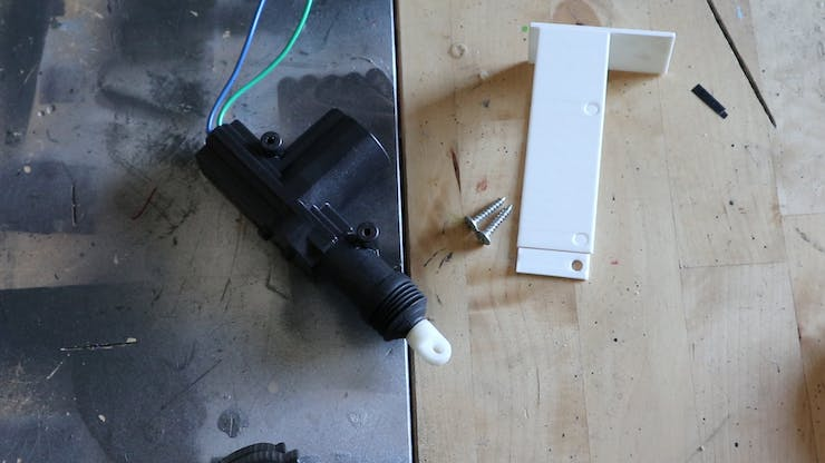 Actuator with bracket and screws