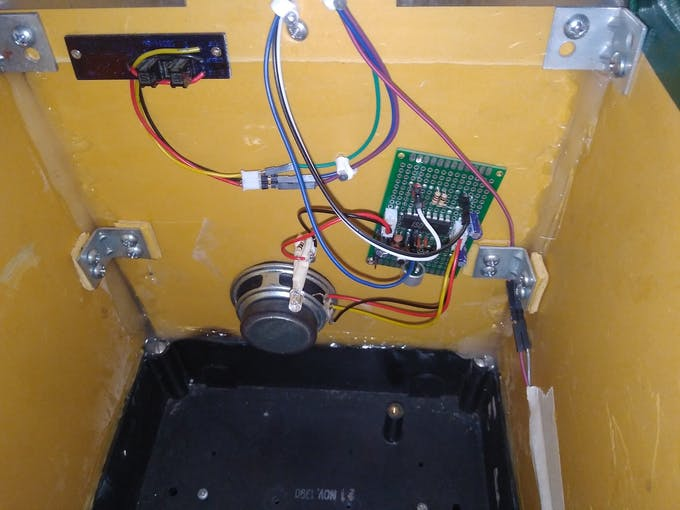 Speaker, Voice board and White LED Installed on the ceiling of the mailbox