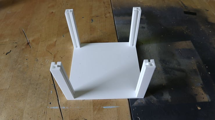 Base plate with corners