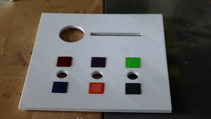 Lid with colored blocks