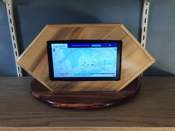 Track the Planes Above You with This Raspberry Pi-Equipped Radar Kiosk