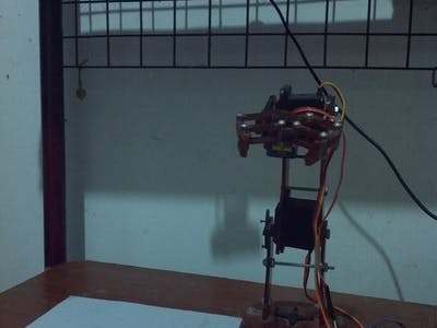 Robotic arm playing tic tac toe controlled by Arduino