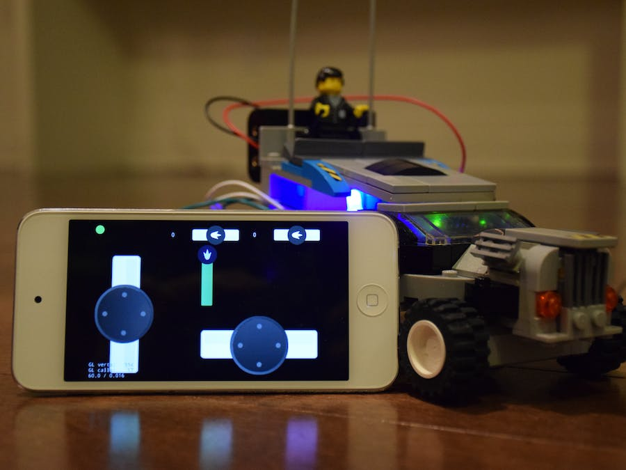 Quick RC Robot controlled by iOS app